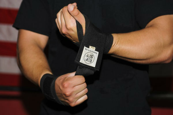 should you use wrist wraps for lifting?
